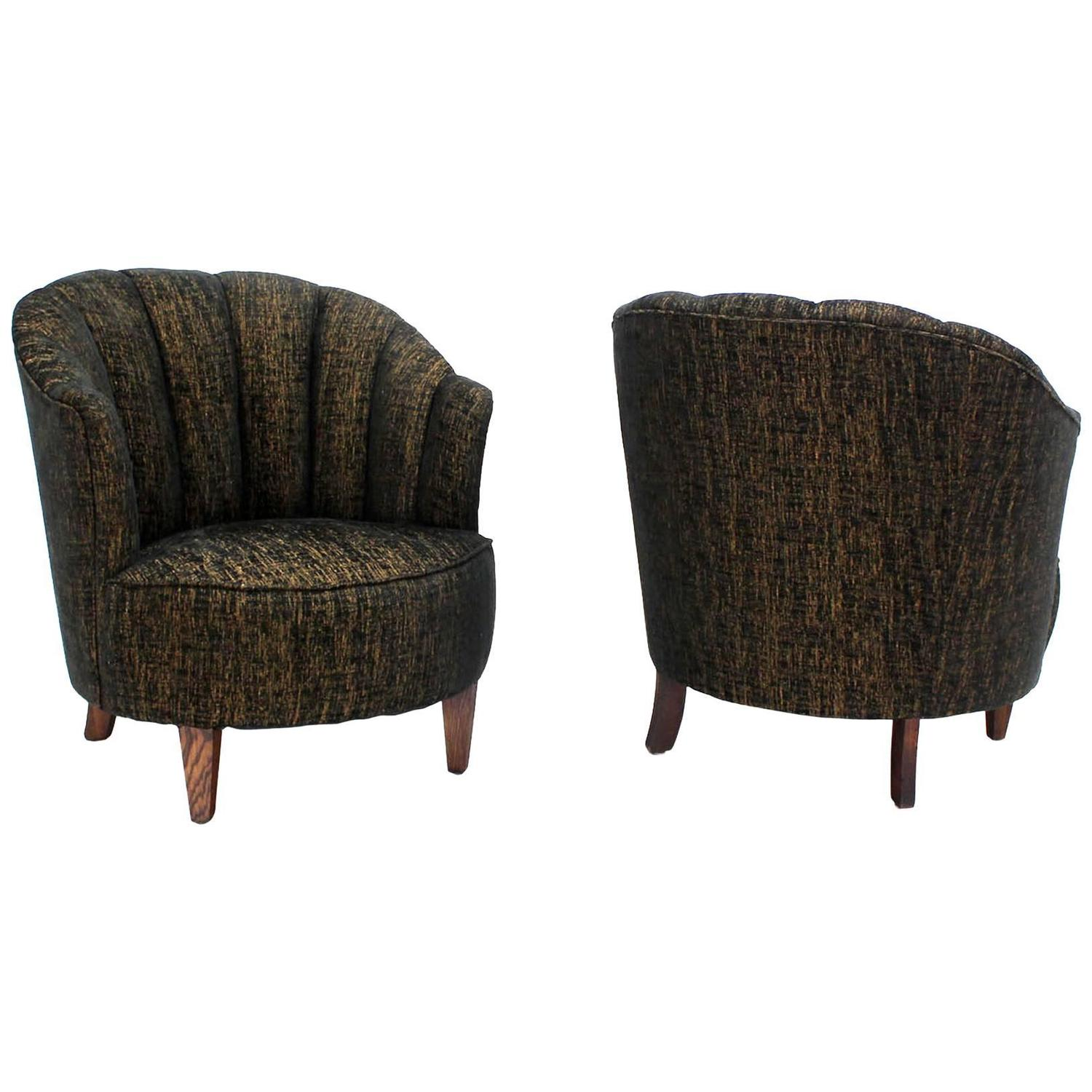 Picture of: Barrel Scallop Back Ribbed Back Upholstery Wing Chairs New Upholstery For Sale At 1stdibs