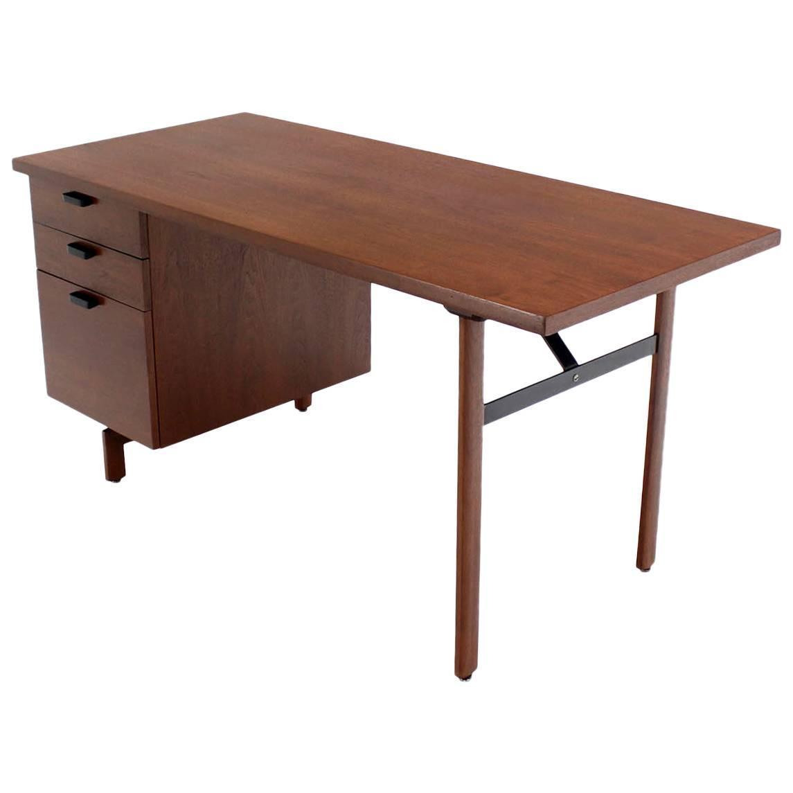 Mid Century Modern Desk: Mid-Century Modern Walnut Desk For Sale At 1stdibs