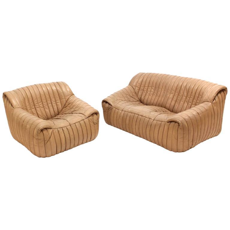 ligne roset beige ribbed leather loveseat and chair for. Black Bedroom Furniture Sets. Home Design Ideas