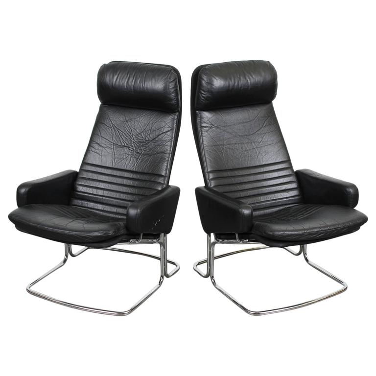 pair of mid century modern black leather and chrome chairs at 1stdibs. Black Bedroom Furniture Sets. Home Design Ideas