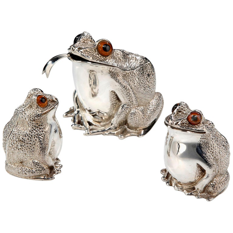 Novelty Sterling Silver Frog Condiment Set by William Comyns, London For Sale