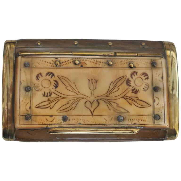 19th Century Horn Snuffbox For Sale