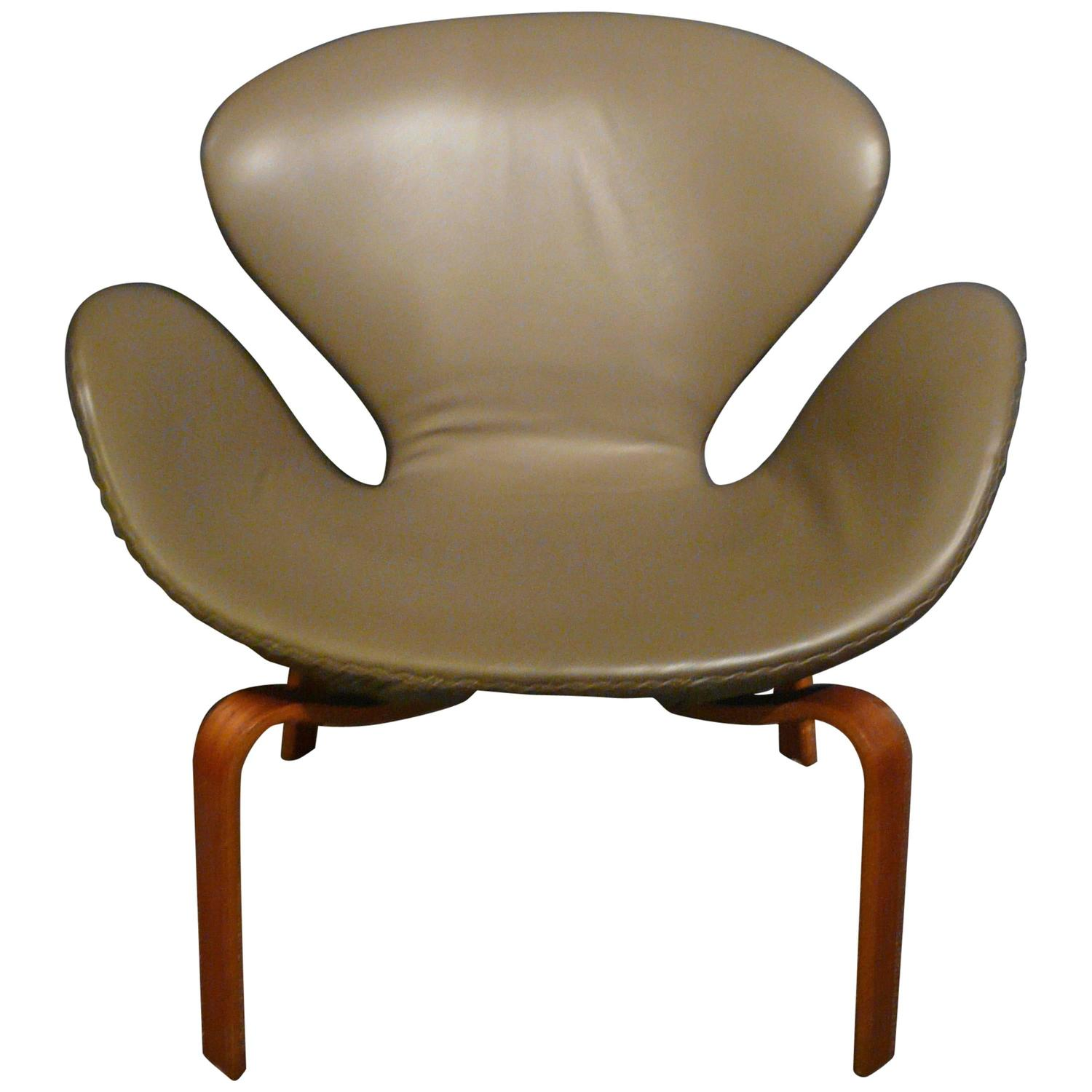 Arne jacobsen swan chair for sale at 1stdibs for Swan chairs for sale