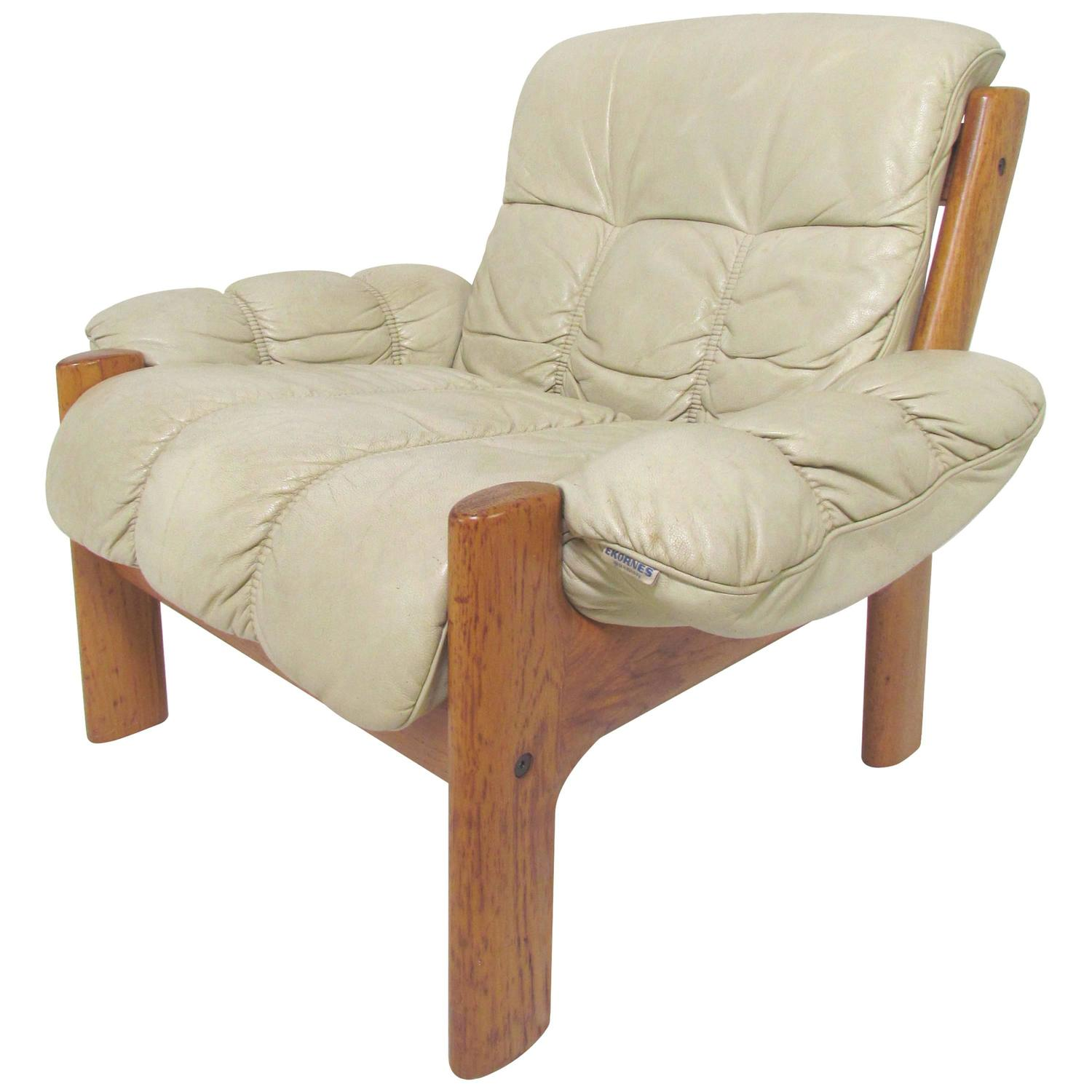 Scandinavian Modern Teak and Leather Lounge Chair by Ekornes at