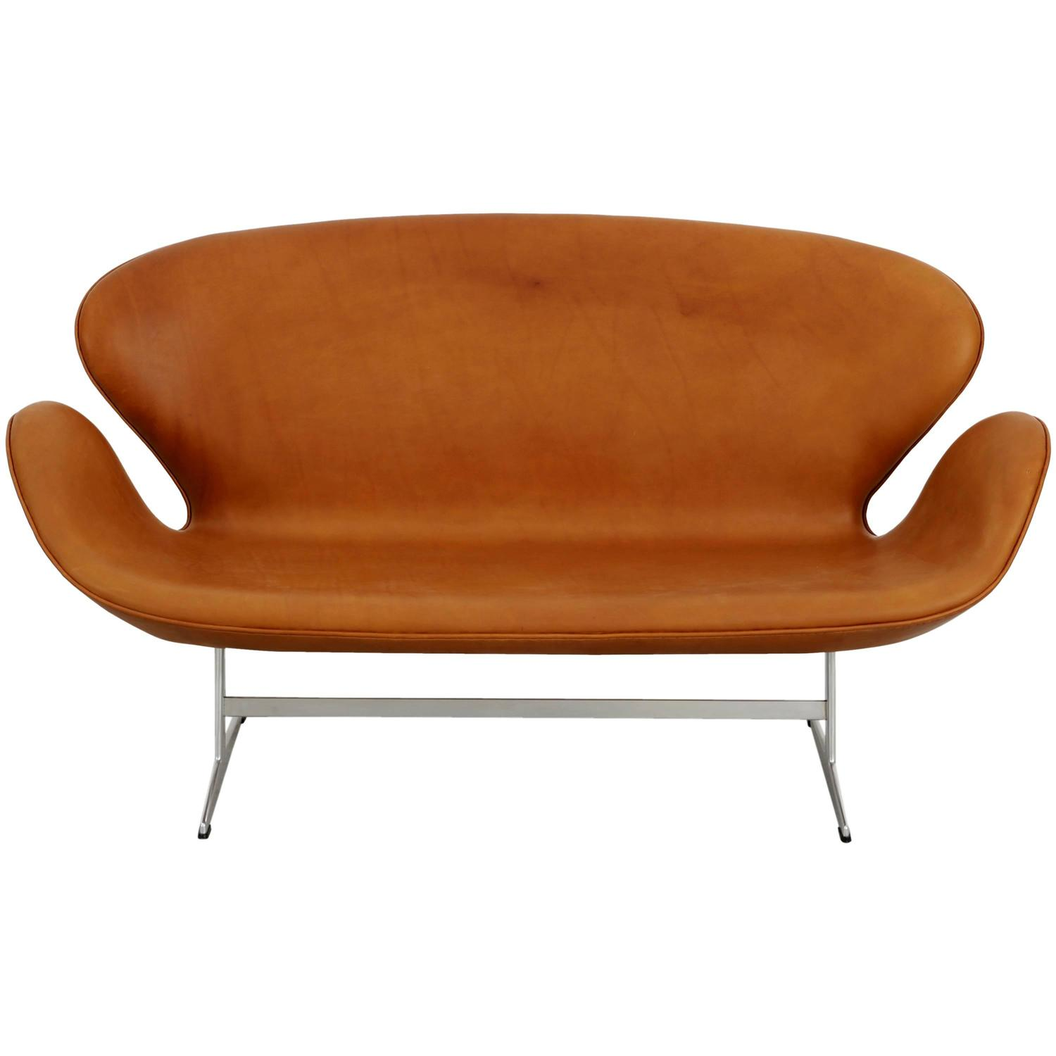 arne jacobsen swan sofa reupholstered in cognac leather at 1stdibs. Black Bedroom Furniture Sets. Home Design Ideas