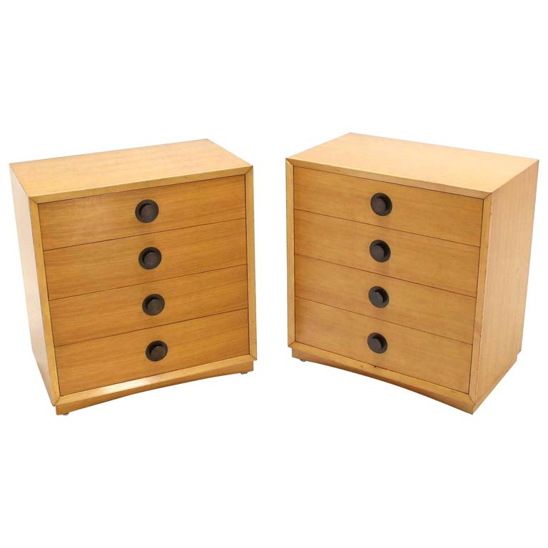 Merveilleux Pair Of Blond Mid Century Four Drawer Bachelor Chests