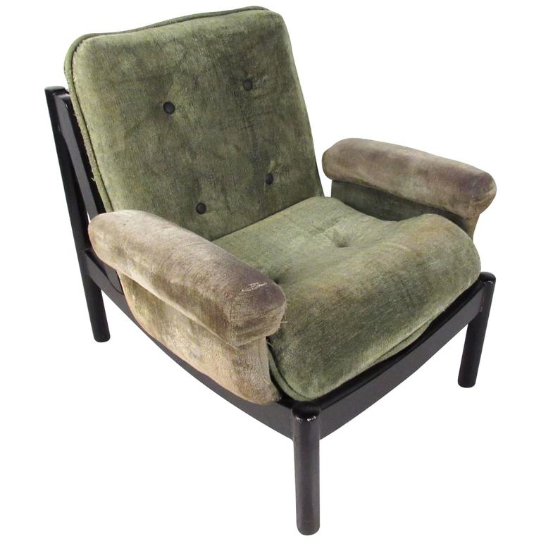 Unique Mid-Century Modern Style Tufted Side Chair