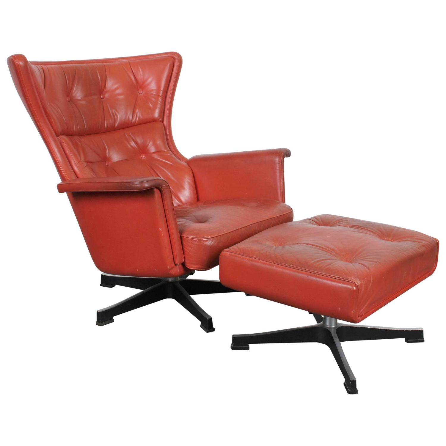 Mid century modern red leather swivel chair at 1stdibs for Mid century modern leather chairs