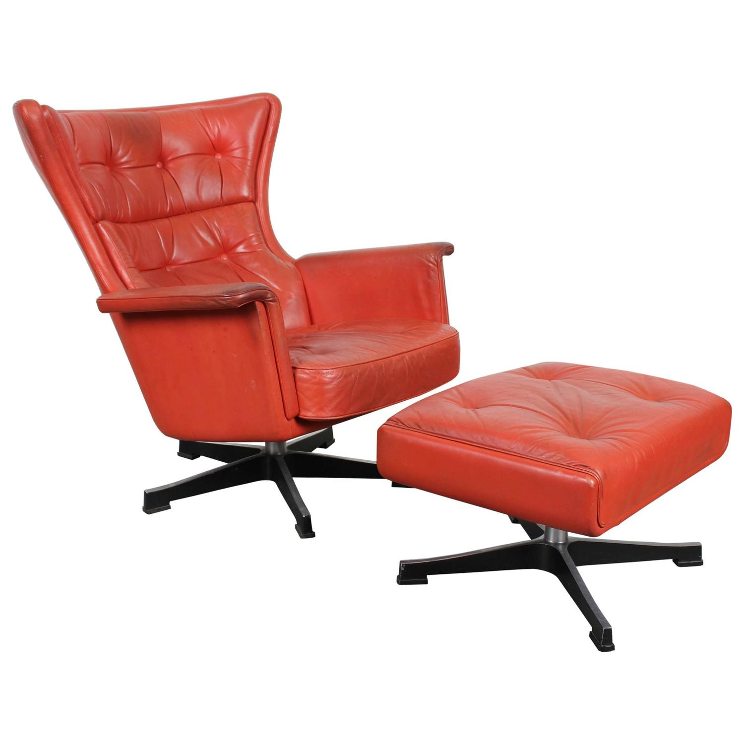 Mid century modern red leather swivel chair at 1stdibs for Modern leather chair