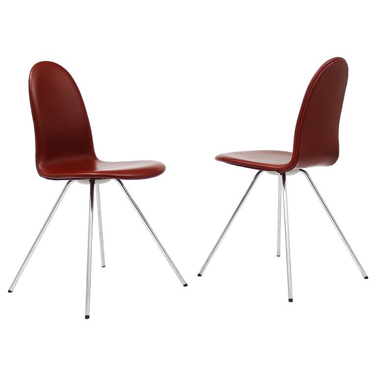 pair of tongue chairs by arne jacobsen for fritz hansen