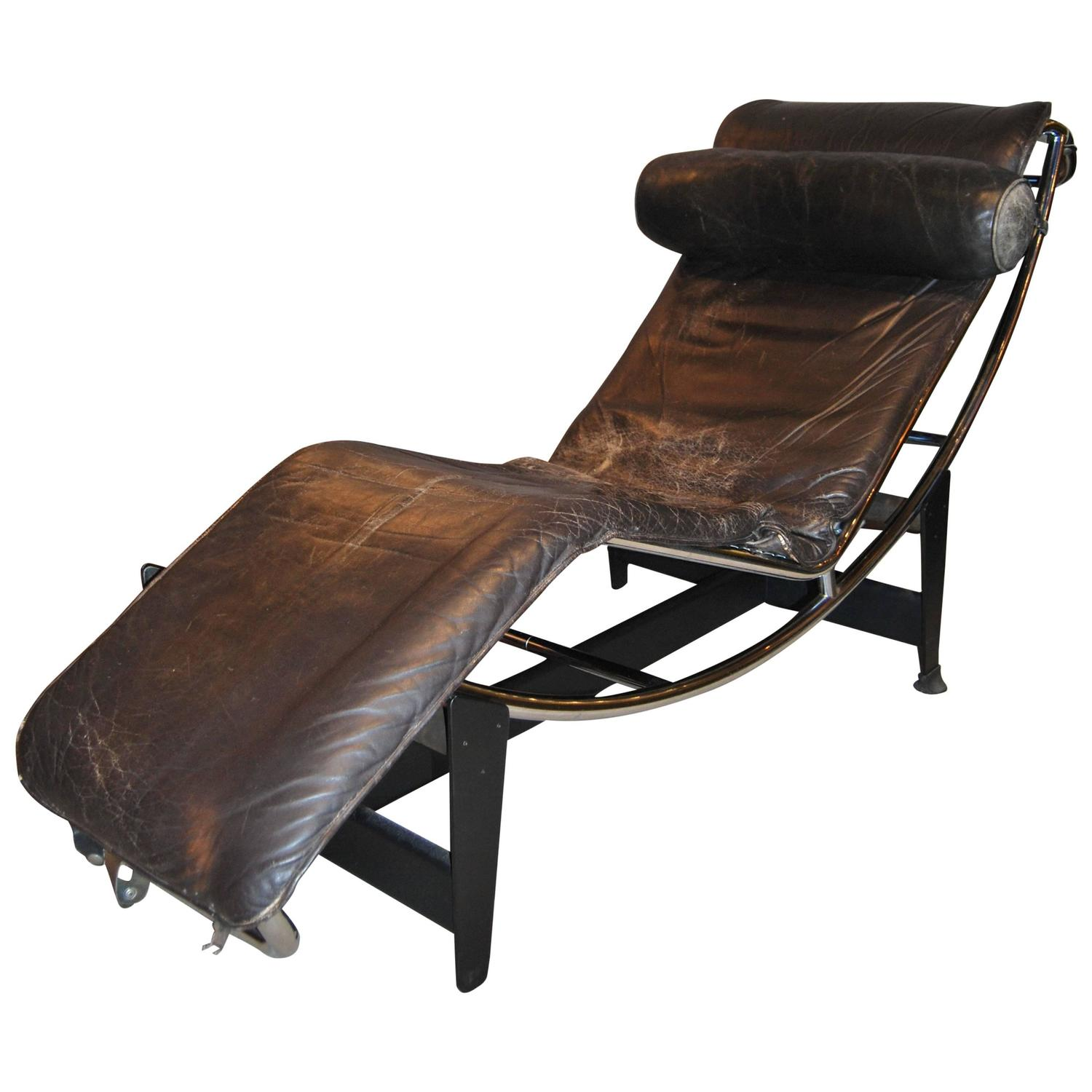 le longue leather black chaise corbusier