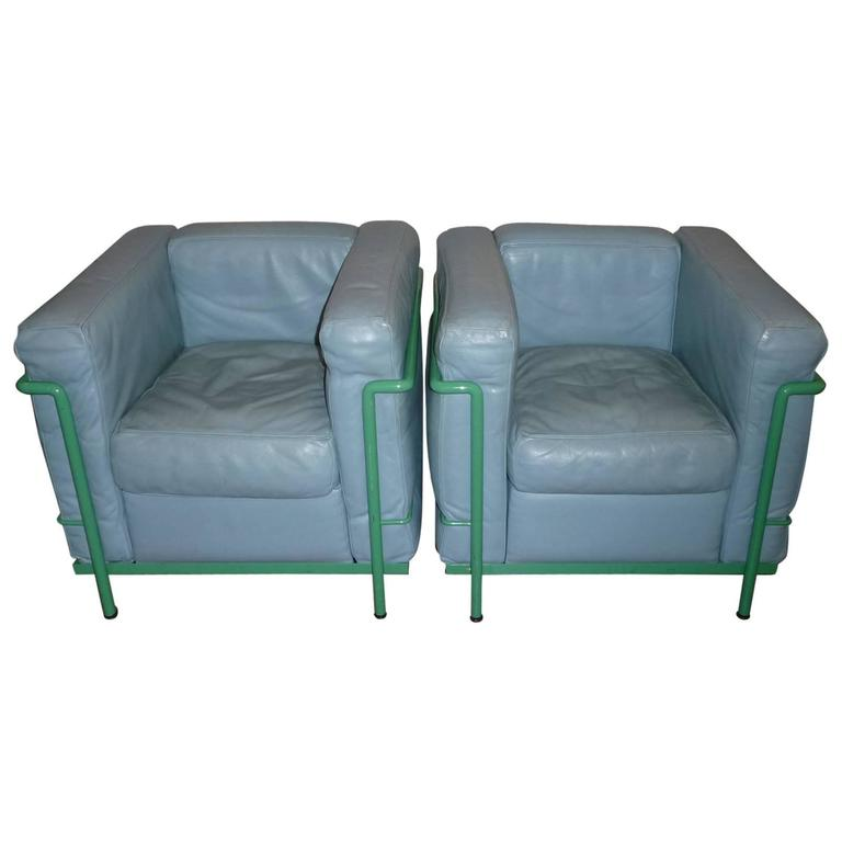 Pair of le corbusier lounge chairs lc2 cassina at 1stdibs for Le corbusier lc2 nachbau