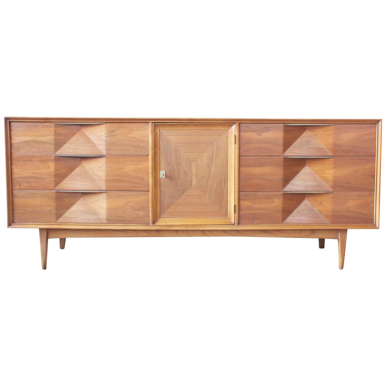 Sculptural mid century american walnut dresser at 1stdibs for Mid century american furniture