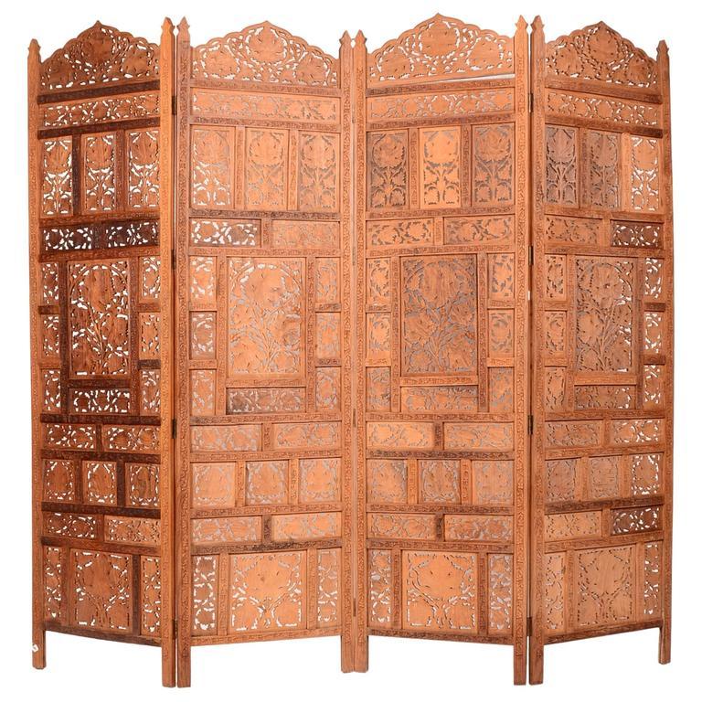 Reich Geschnitzter Vierflügeliger Holz Paravent Im Anglo Indischen