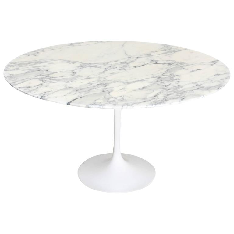 Dining Table with Tulip Base Designed by Eero Saarinen Ed. Knoll, 1958 For Sale