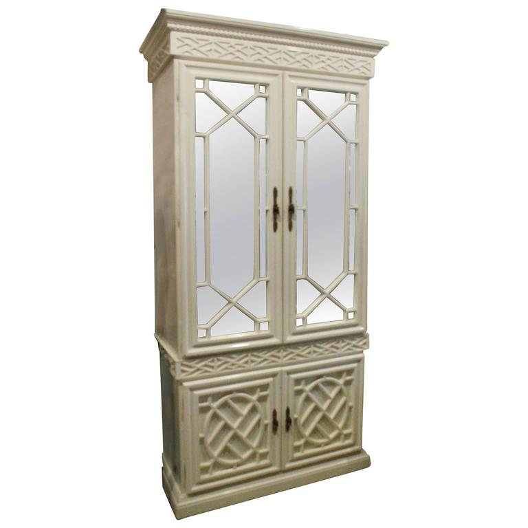 Exceptionnel Vintage Fretwork Chinese Chippendale Cabinet Mirror Chinoiserie Bar China  For Sale