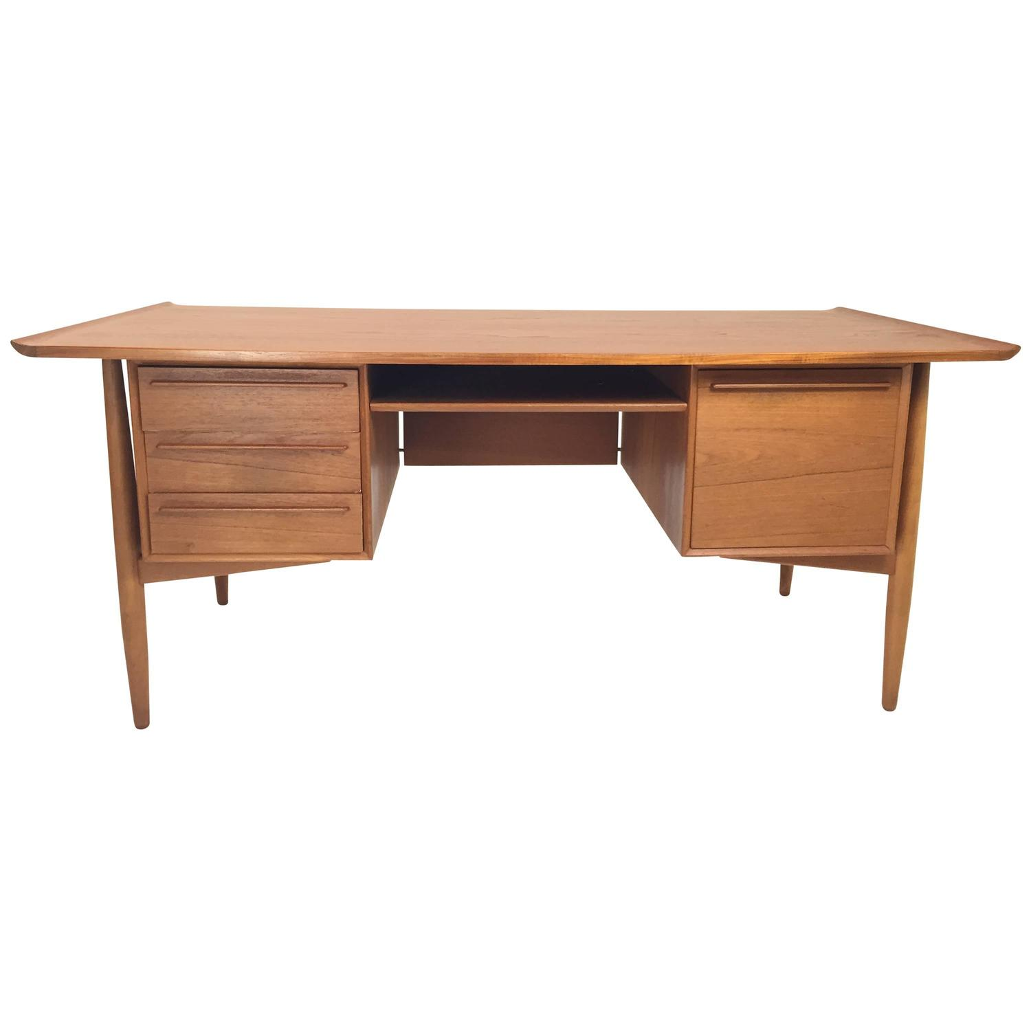 arne vodder danish teak desk at 1stdibs. Black Bedroom Furniture Sets. Home Design Ideas