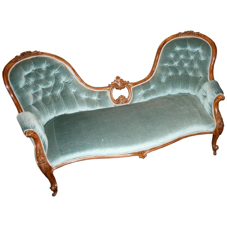 French 19th century carved walnut double ended chaise for Chaises longues doubles