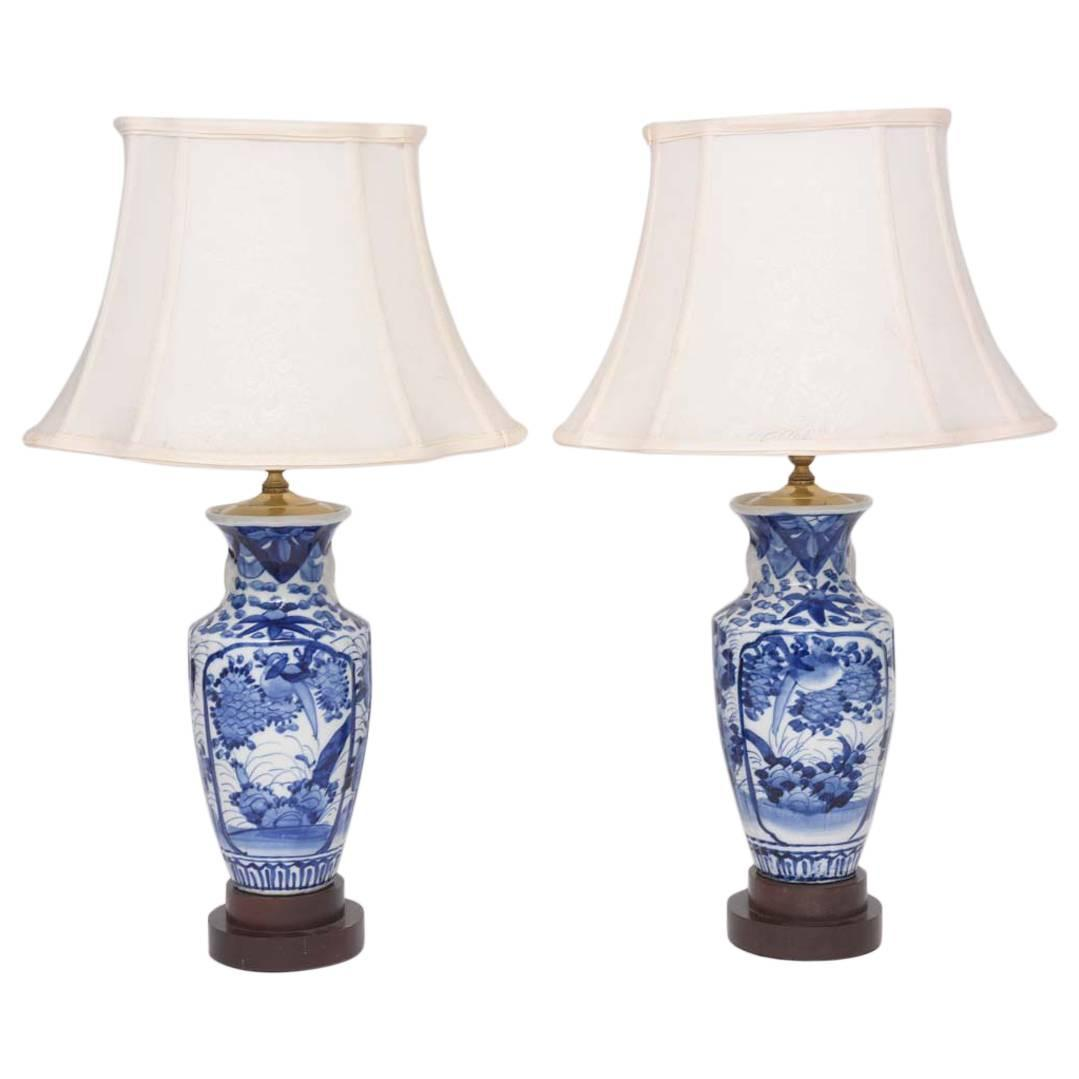 pair of 19th century blue and white chinese export vases. Black Bedroom Furniture Sets. Home Design Ideas