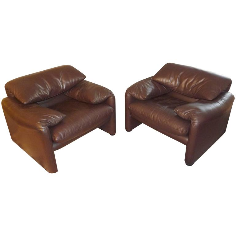 Pair of Armchairs 675  Maralunga Cassina Designed by Vico Magistretti in 1973 For Sale