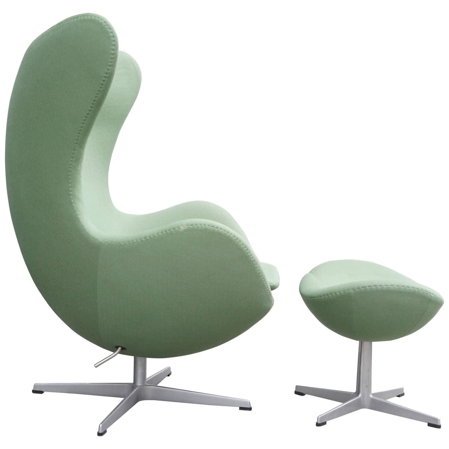 Arne jacobsen egg chair with ottoman at 1stdibs for Egg chair jacobsen