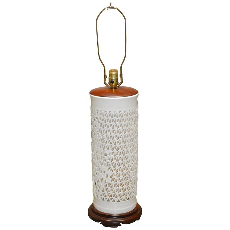 Blanc de chine reticulated porcelain table lamp at 1stdibs for Table de chine