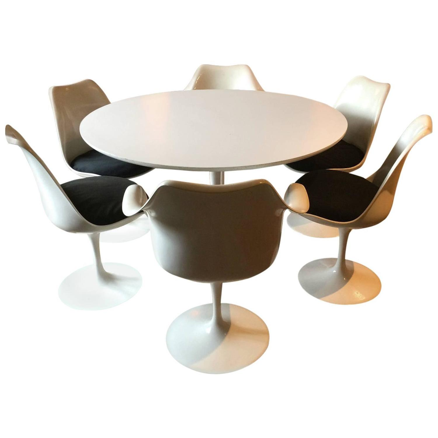 Eero saarinen oval tulip dining table and six dining for Tulip dining table