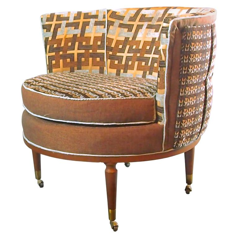Merveilleux Mid Century Barrel Chair In Brown And Blue  3 In Stock For Sale