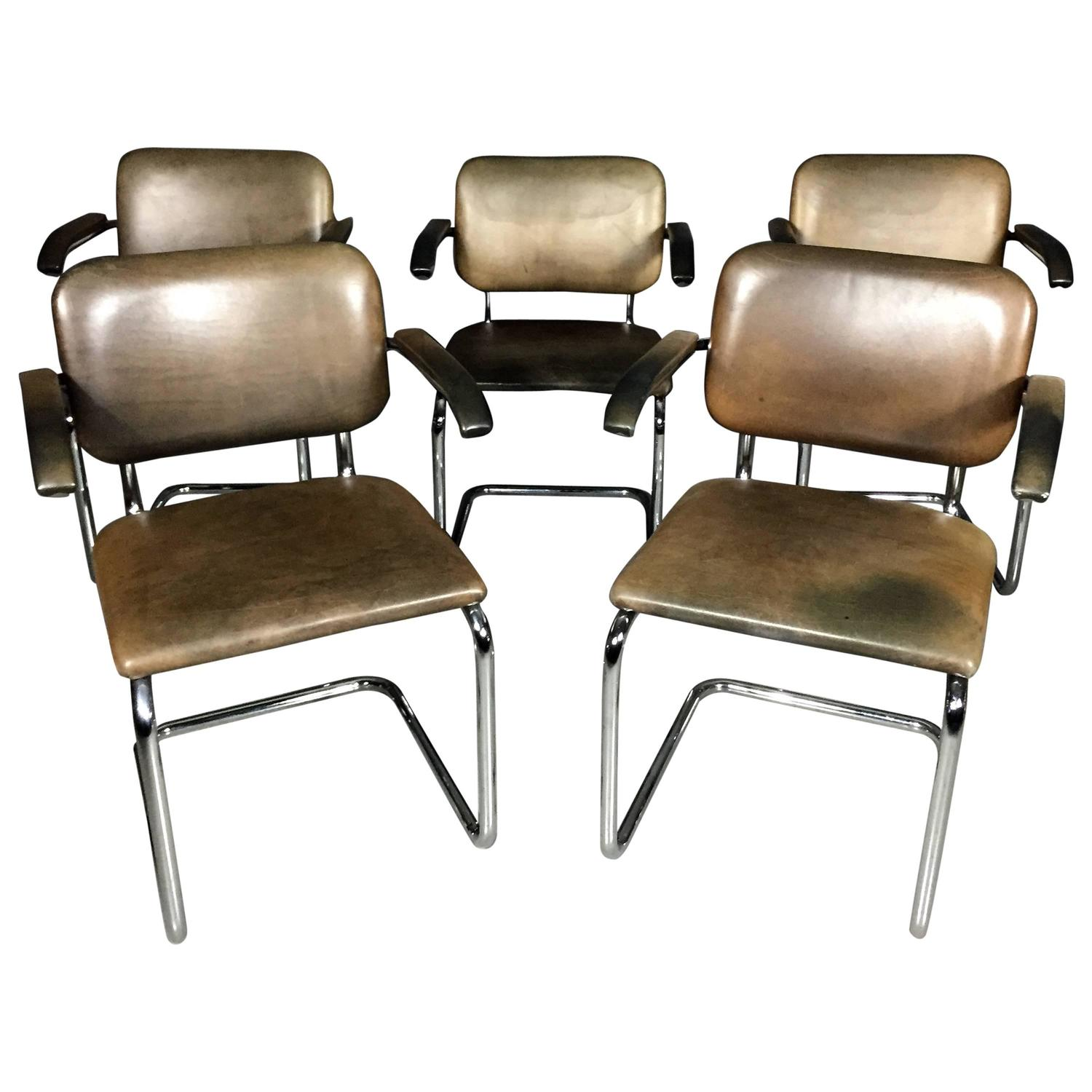 Set of four leather and chrome dining chairs knoll int 39 l for Leather and chrome dining chairs