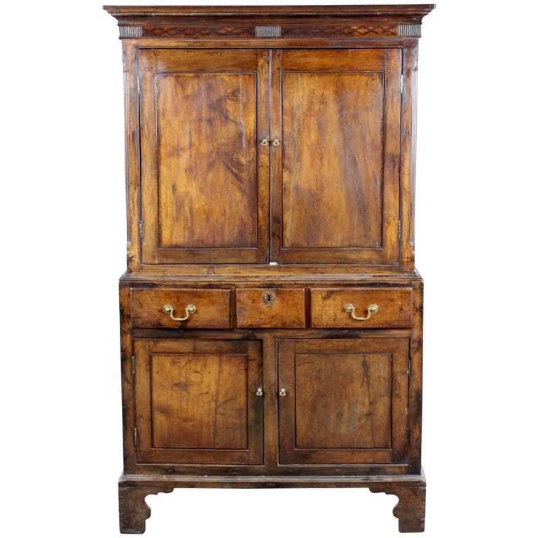 Antique oak cupboard, probably from South Wales 1 - Antique Oak Cupboard, Probably From South Wales For Sale At 1stdibs