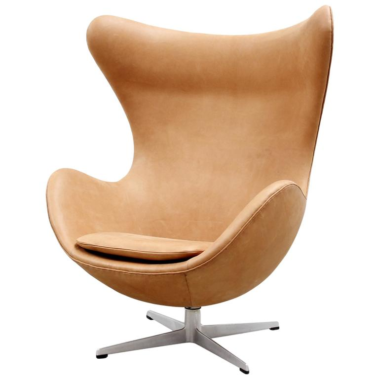 cognac leather egg chair by arne jacobsen for fritz hansen. Black Bedroom Furniture Sets. Home Design Ideas