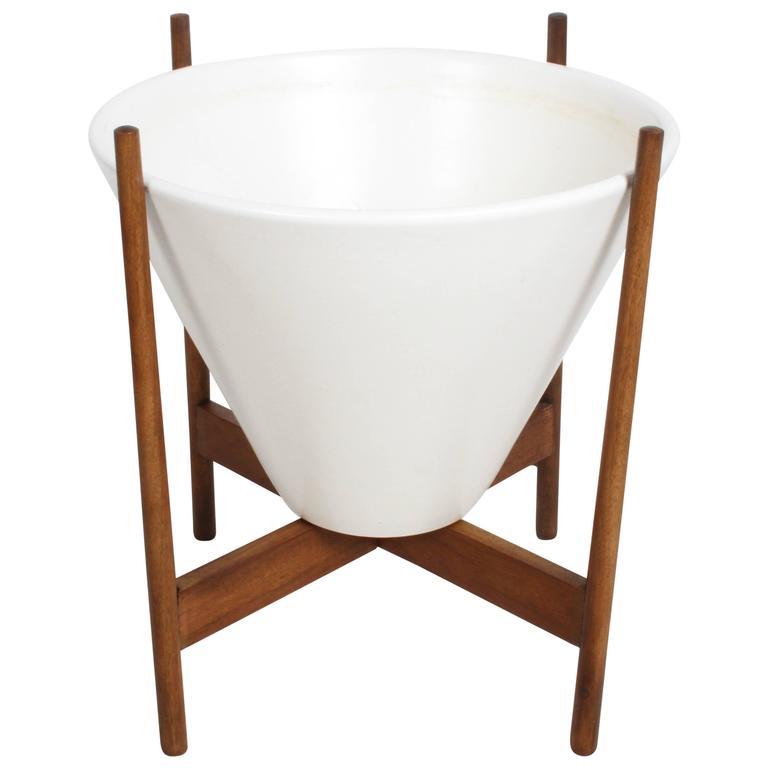 Lagardo Tackett Ceramic Planter Model S-04 for Architectural Pottery circa 1960s