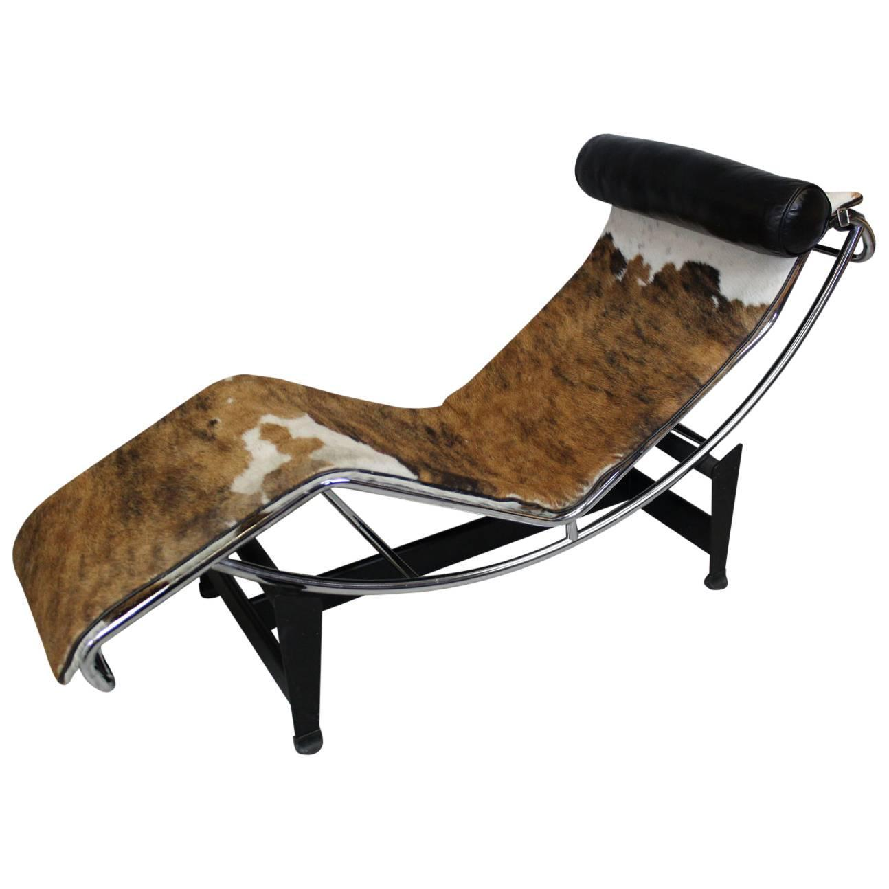 le corbusier lc4 chaise lounge manufactured by cassina at
