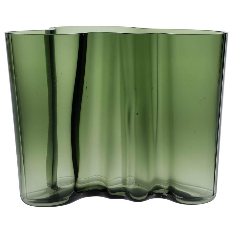 iconic vase by alvar aalto model savoy at 1stdibs. Black Bedroom Furniture Sets. Home Design Ideas