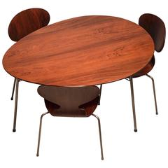 """Sensationeller """"Egg""""-Tisch und """"Ant""""-Stühle aus brasilianischem Palisanderholz von Arne Jacobsen"""