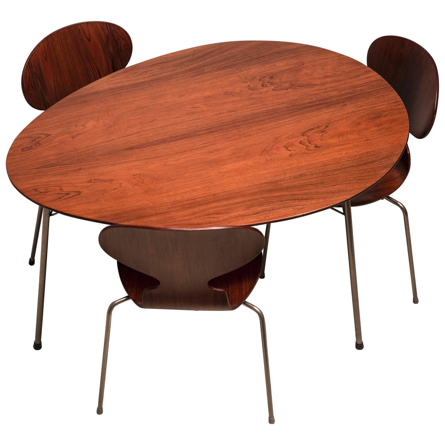 exceptional early brazilian rosewood egg table and ant chairs by arne jacobsen for sale at 1stdibs. Black Bedroom Furniture Sets. Home Design Ideas