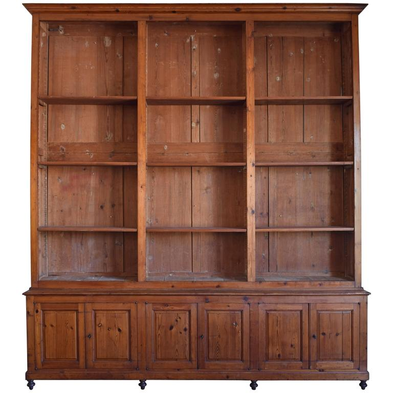 Italian circa 1870 Large Bookcase in Chestnut, Open Shelves and Locking Cabinets For Sale
