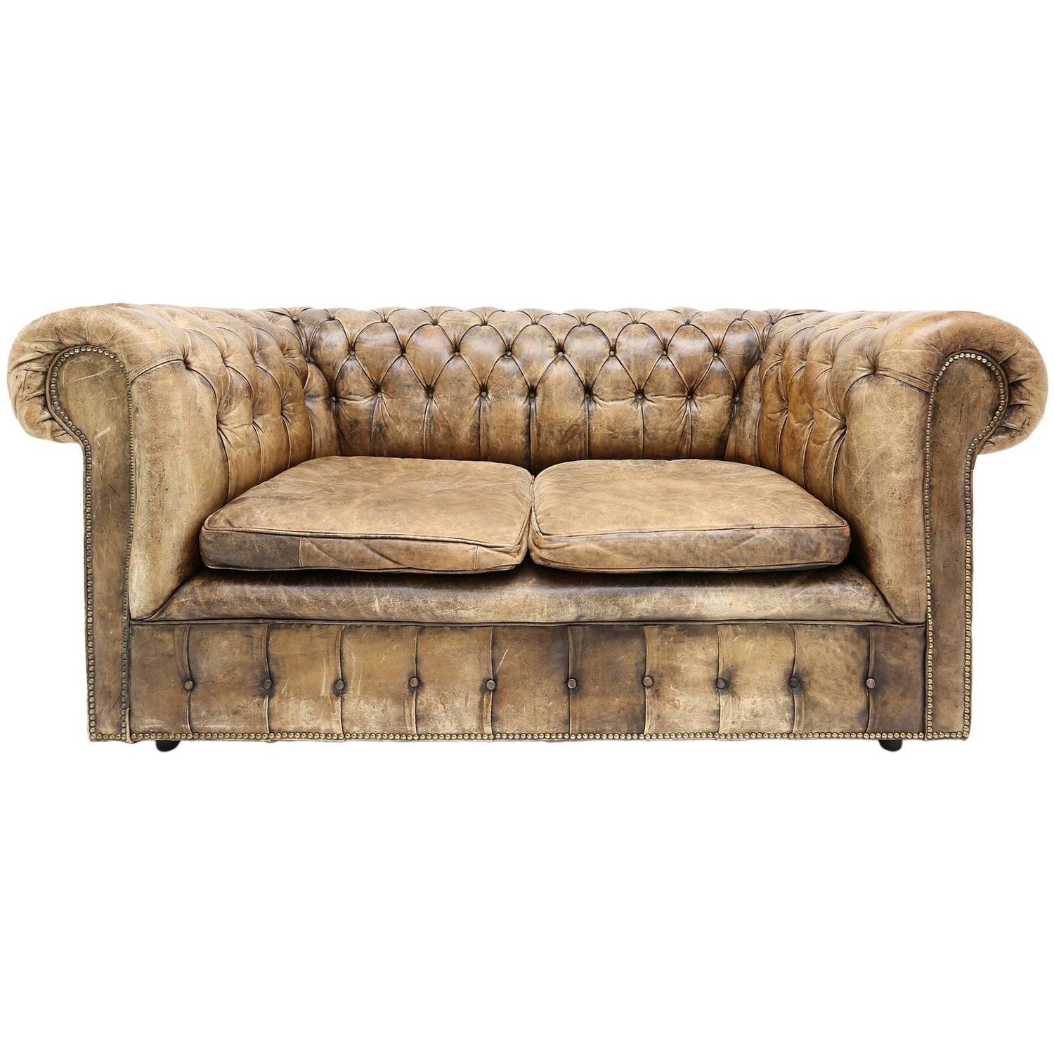 Chesterfield Sofa at 1stdibs : 4321523z from www.1stdibs.com size 1500 x 1500 jpeg 178kB