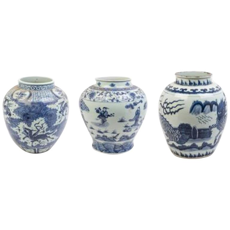 Large Collection Of Chinese Export Blue and White of Large Scale For Sale