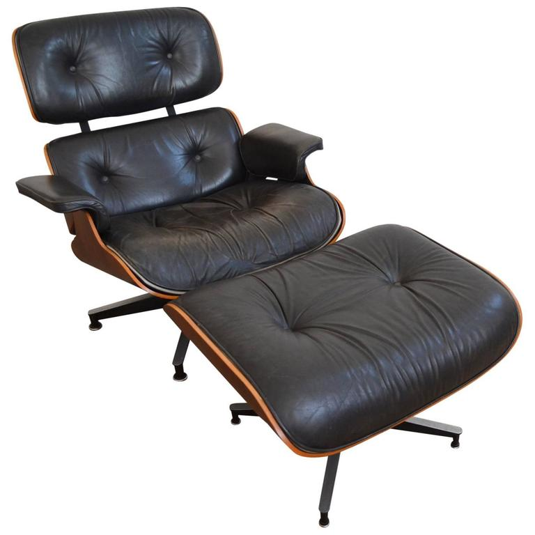 Exceptional Rosewood Eames Chair 670 and Ottoman 671 for Herman Miller