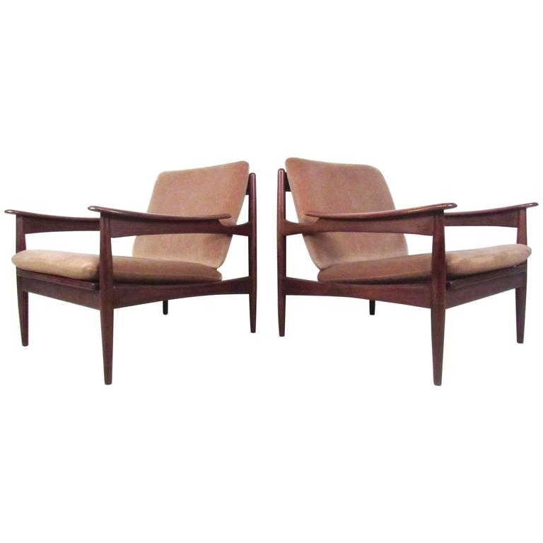 Pair of Mid-Century Danish Teak Lounge Chairs in the Style of Ib Kofod-Larsen For Sale