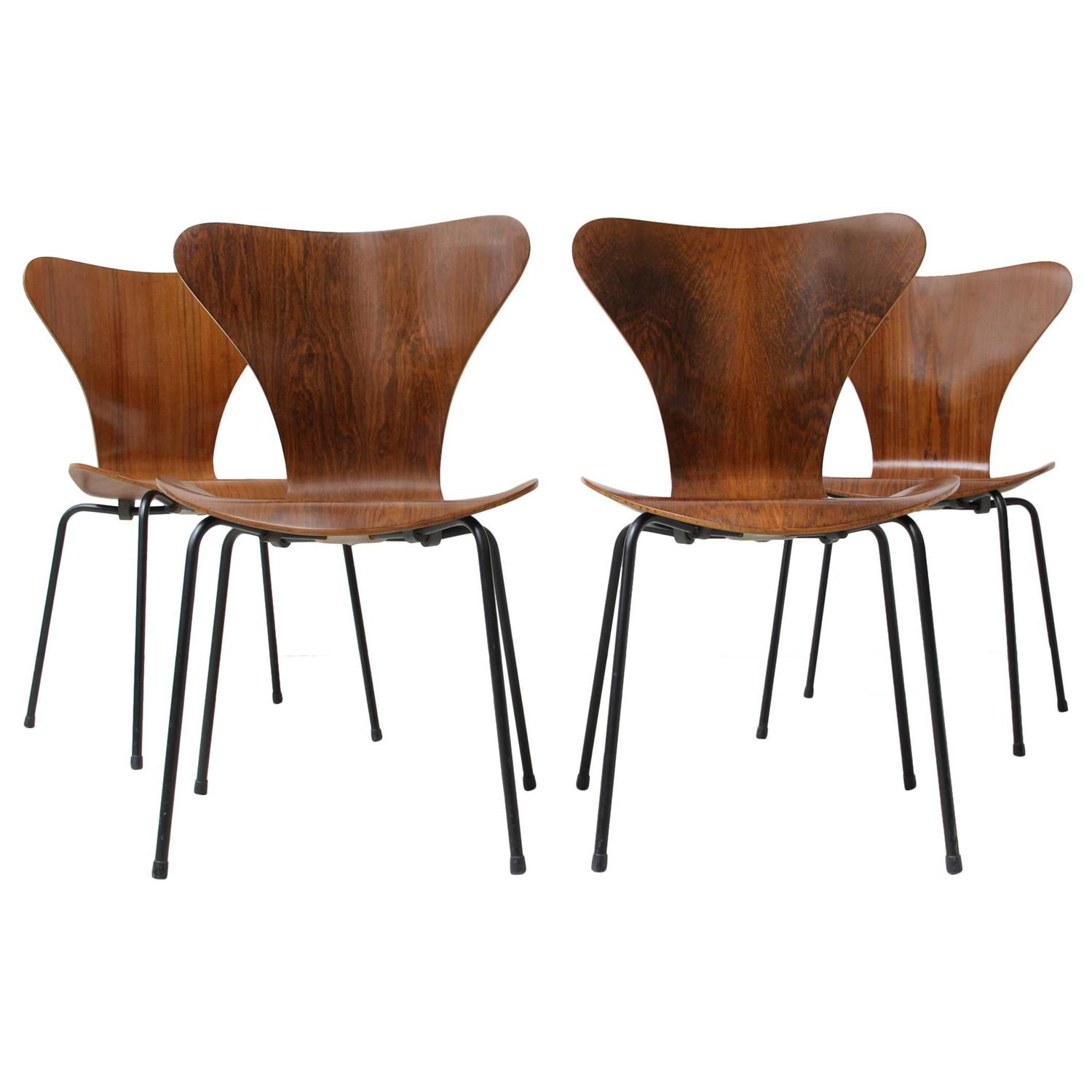 set of four series 7 rosewood chairs by arne jacobsen. Black Bedroom Furniture Sets. Home Design Ideas