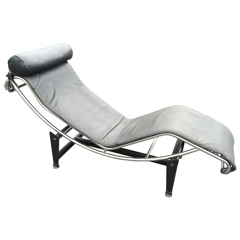 Le corbusier lc4 chaise longue in black leather at 1stdibs for Black leather chaise longue