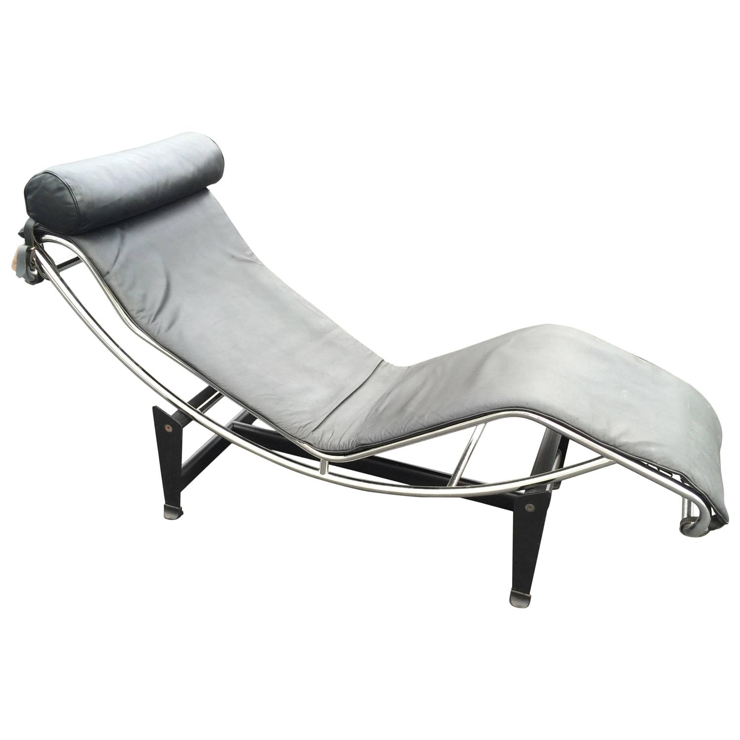 Le corbusier lc4 chaise longue in black leather at 1stdibs for Chaise corbusier