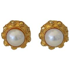 1980s Stunning Pearl Goldplate Earring in the Taste of Coco Chanel