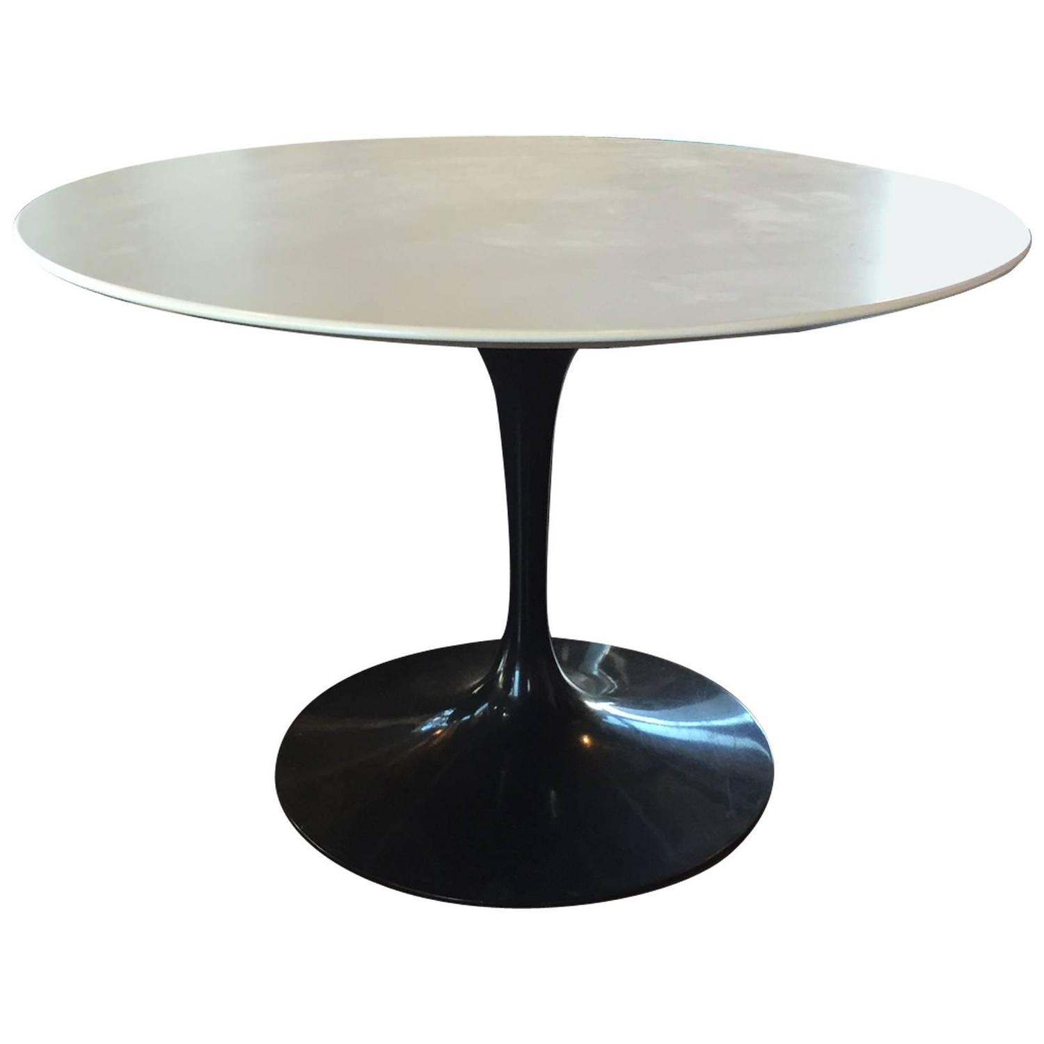 Eero saarinen for knoll tulip dining table at 1stdibs for Tulip dining table