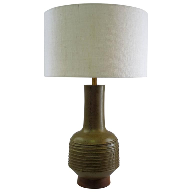 mid century modern ceramic table lamp at 1stdibs. Black Bedroom Furniture Sets. Home Design Ideas