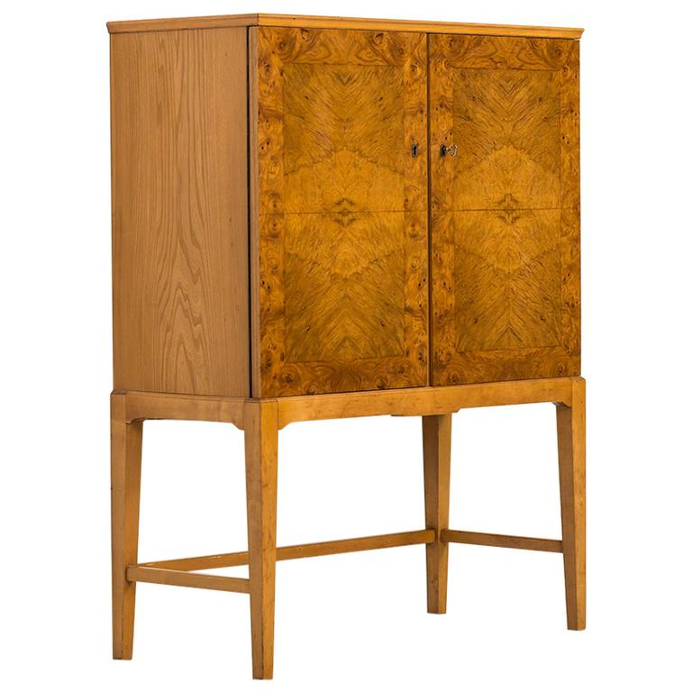 Mid Century Cabinet In Burl Wood Produced In Finland For Sale
