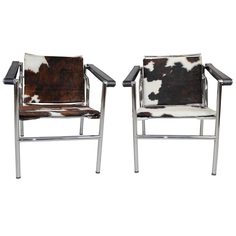 le corbusier style lc1 sling chair in cowhide by design within reach at 1stdibs. Black Bedroom Furniture Sets. Home Design Ideas