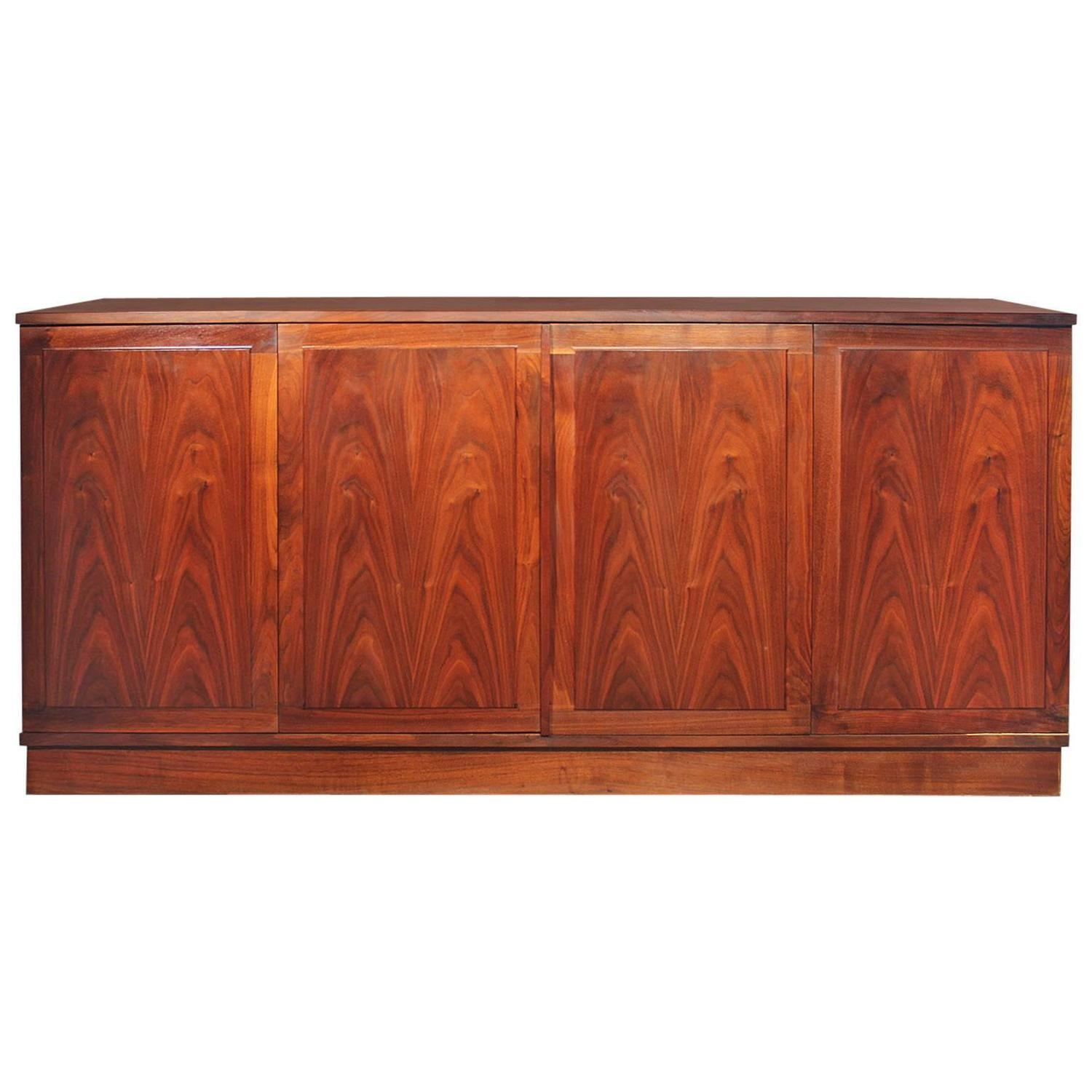Etonnant Honduran Rosewood Bookmatched Cabinet By Jack Cartwright For Founders  Furniture